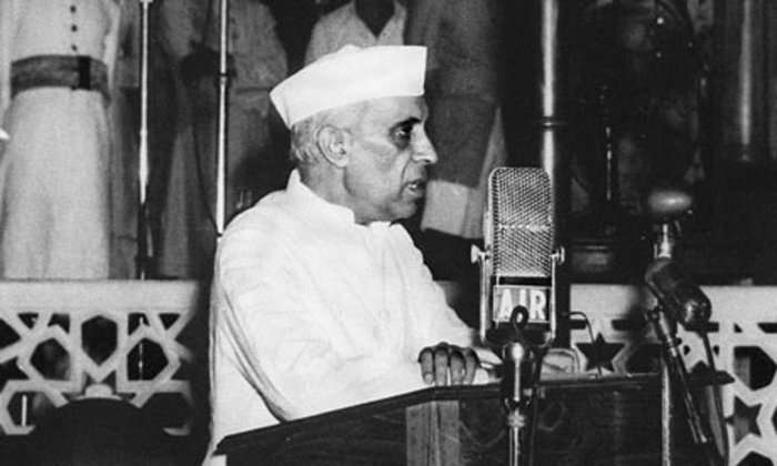 A photograph of Jawaharlal Nehru delivering a speech in black and white.