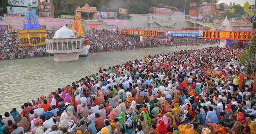 A huge crowd gathered next to the Ganga